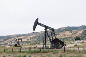 MC_Weekly_Aug_6_2015_-_Sara-_An_oilfield_on_ranchland_near_San_Ardo.jpg