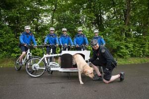 Biporteur permettant de véhiculer un chien passif renifleur de drogues à divers endroits sensibles de la ville. Projet réalisé dans le cadre du plan de mobilité de la ville