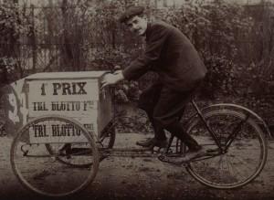Les Tricycles Porteurs, organisée par l' Auto-vélo, Porte Maillot, 9 décembre 1900