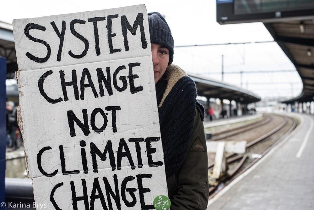 """""""We kunnen verder doen op hetzelfde pad en rampzalige veranderingen in de natuur riskeren, of we kunnen het pad van de verandering kiezen met een sociale systeemverandering gericht op sociale gelijkheid in harmonie met de natuur. Dat is de uitdaging van deze tijd."""" (Foto Solidair, Karina Brys)"""