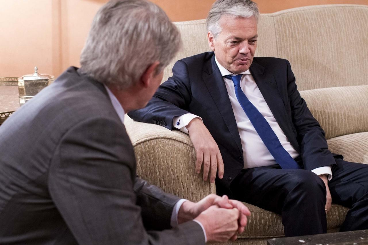 Vandaag is geweten dat het kabinet-Reynders (Reynders is een goede vriend van Armand De Decker) de goedkeuring van de afkoopwet heeft geforceerd in het belang van mensen als miljardair Patokh Chodiev.