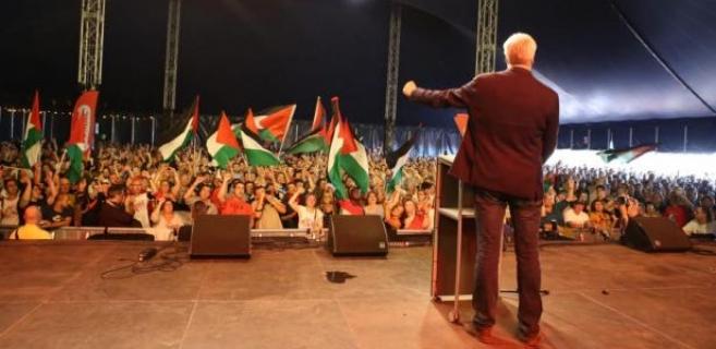 L'an dernier, à ManiFiesta, Peter Mertens et les milliers de personnes du public ont envoyé un message collectif de solidarité en vidéo à la jeune activiste palestinienne Ahed Tamimi. La vidéo était diffusée en temps réel à Ramallah via les réseaux sociaux.
