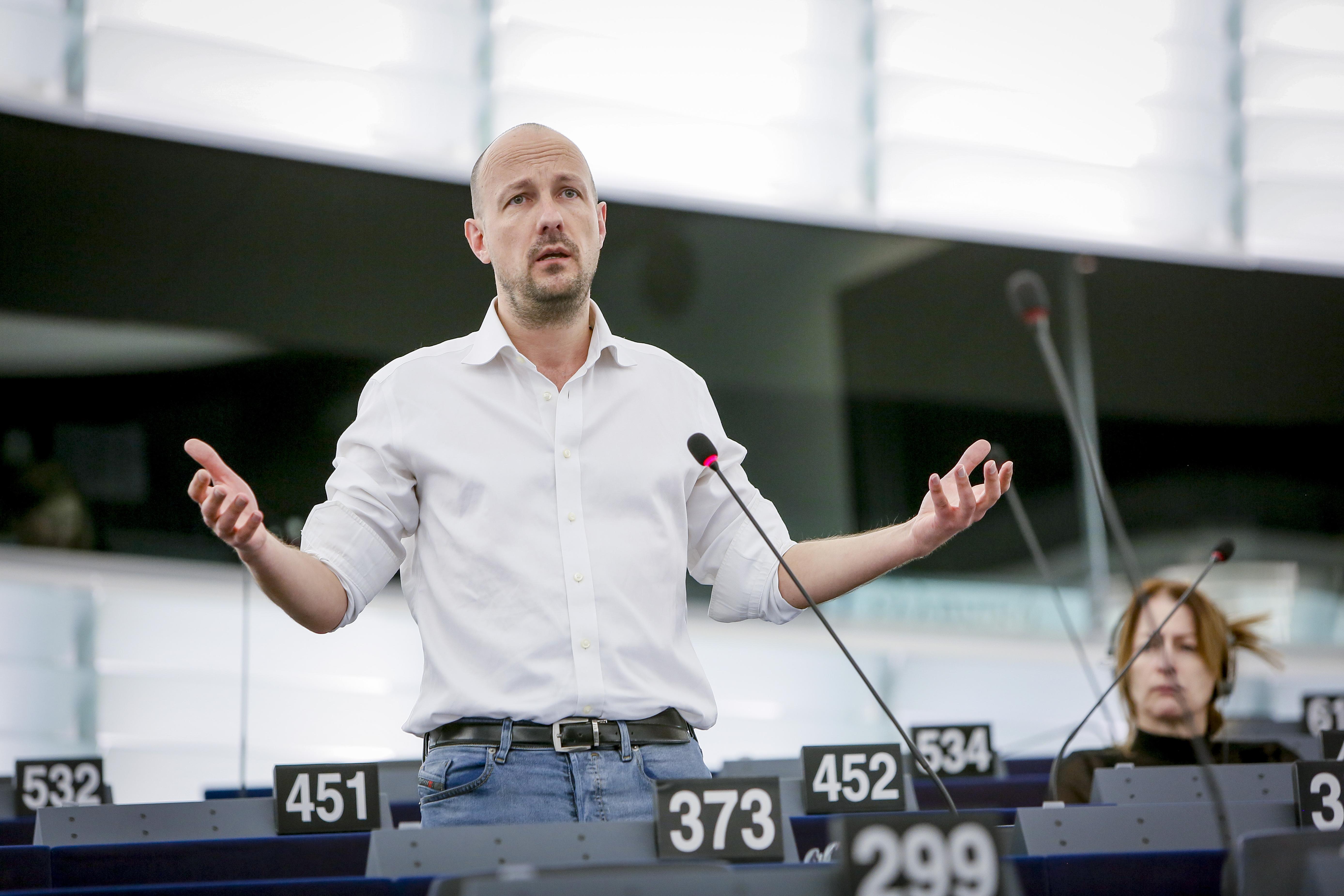 Marc Botenga (député européen PTB appelle à un grand plan d'investissements publics. (Photo : Parlement européen)