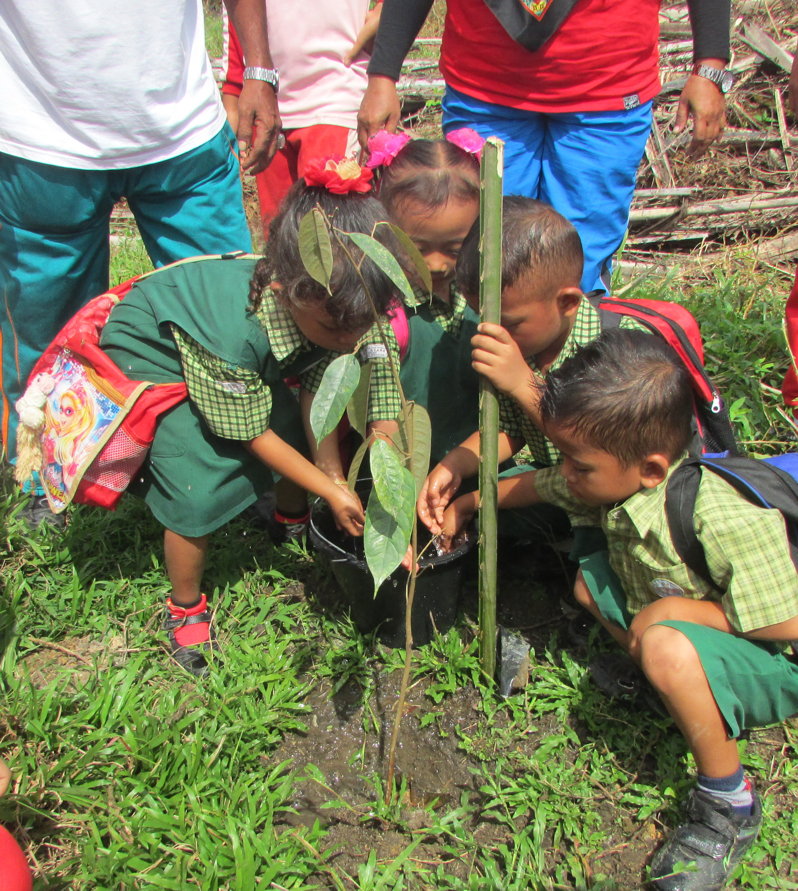 Kids_planting.jpg