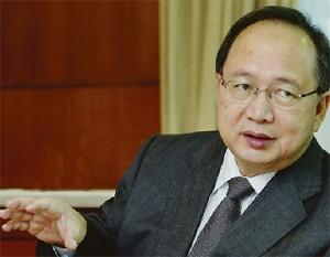Malaysia's Commodities Minister Bernard Dompok