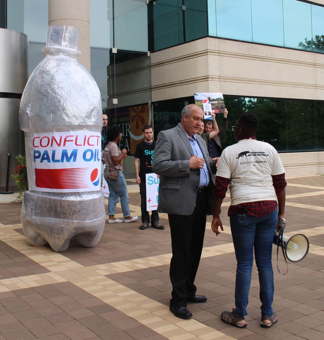 Pepsi accepting the #ConflictPalmOil bottle