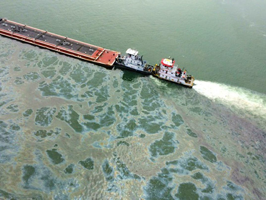 Tug boats moved damaged barge the spilled 168,000 gallons of oil into Galveston Bay. Photo via inhabitat.com/