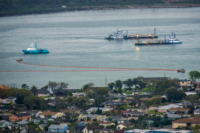 Galveston Bay oil spill clean up next to communities in Texas. Photo Credit: Smiley N. Pool/AP
