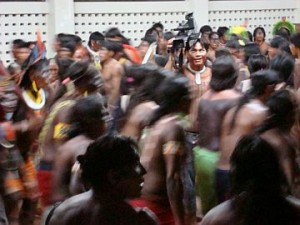 Kayapo dance in resistance to FUNAI