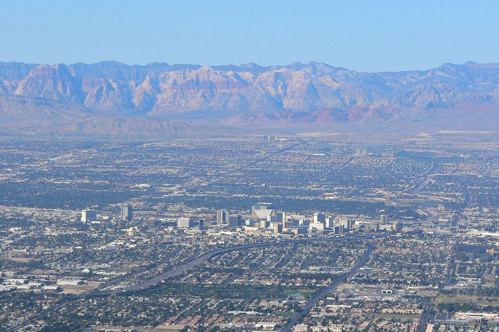 1280px-Las_Vegas_from_Frenchman_3-1024x682.jpg