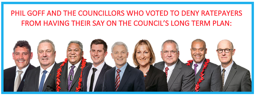Phil_Goff_and_Councillors.png