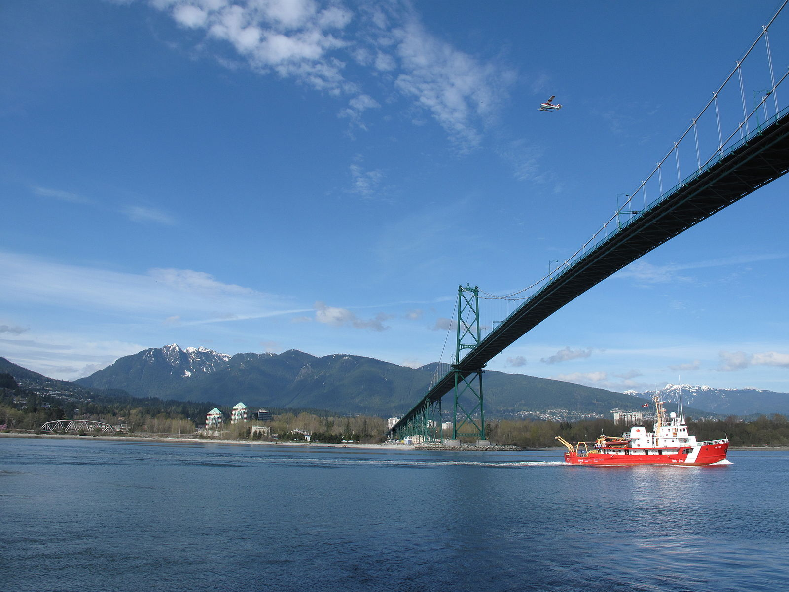 Canadian Coast Guard Ship Entering Vancouver's Harbour. Photo credit: Kyle Peace/www.diygenius.com