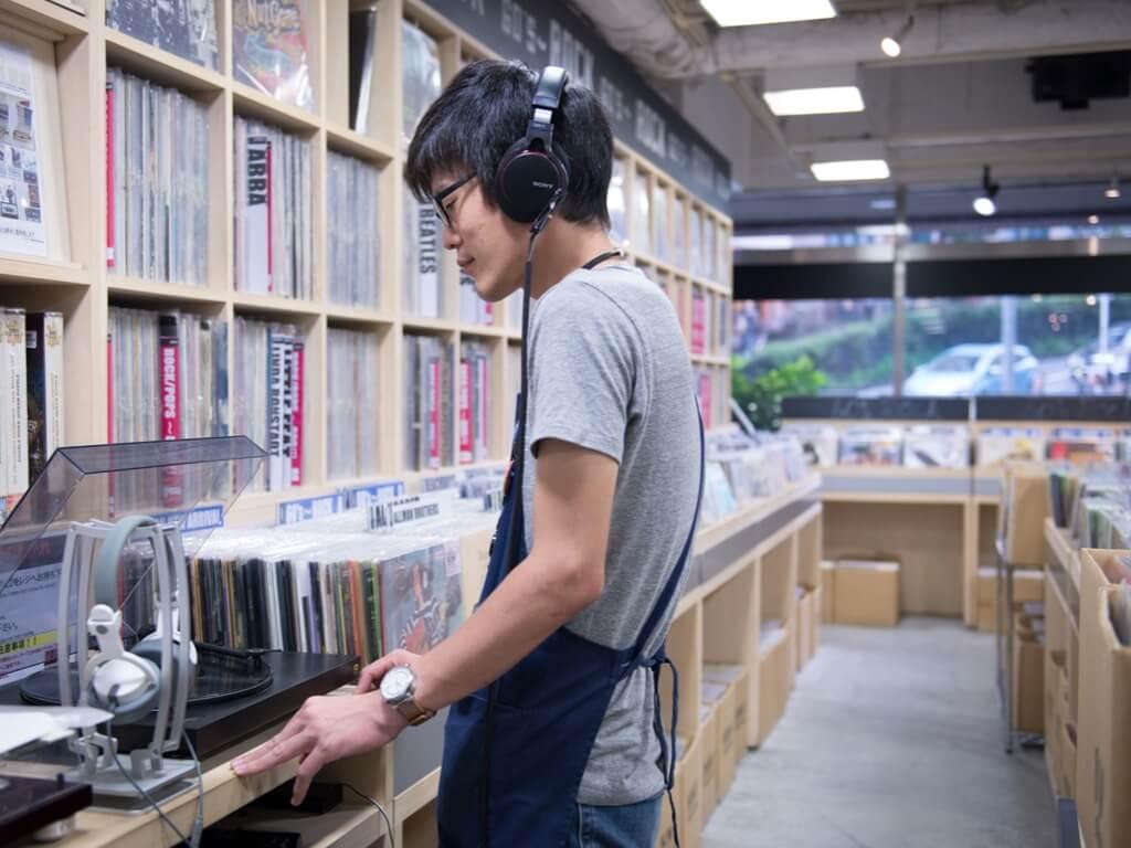 vinyl-record-stores-611165690-noriko-hayashi-bloomberg-getty-resized.jpg
