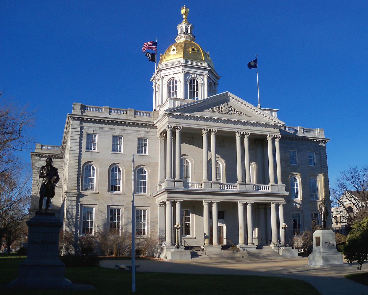 1200px-New_Hampshire_State_House_5.JPG