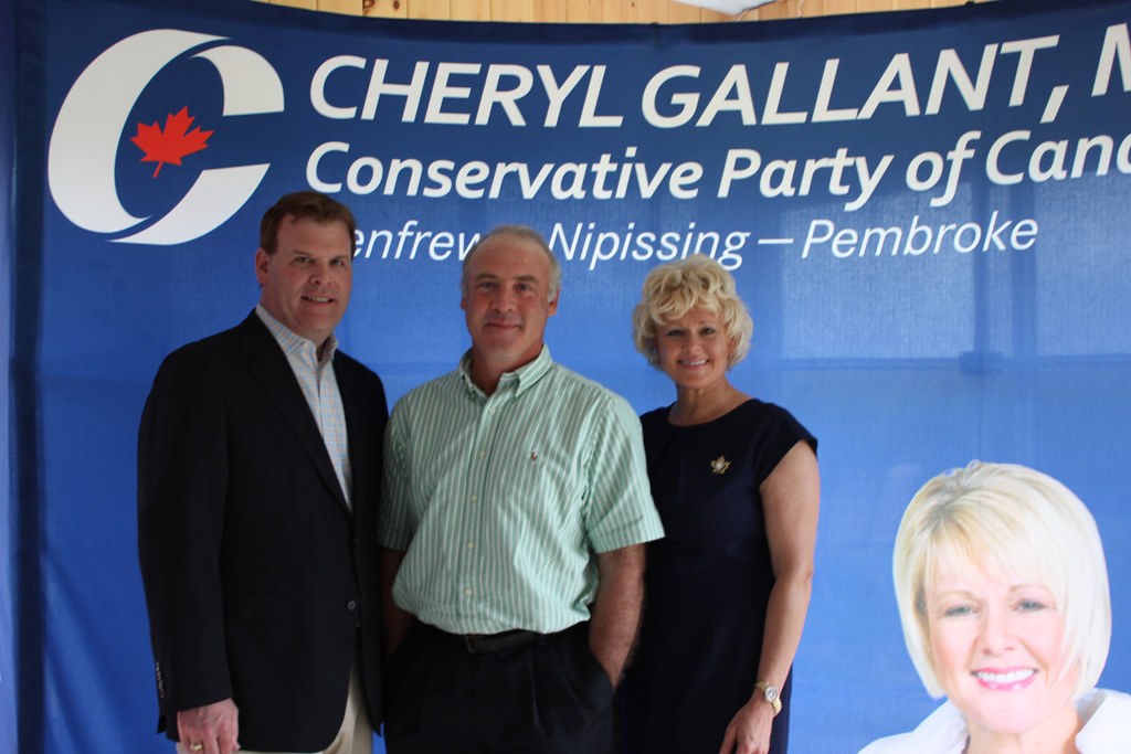 Cheryl Gallant Welcomes Minister John Baird to Riding