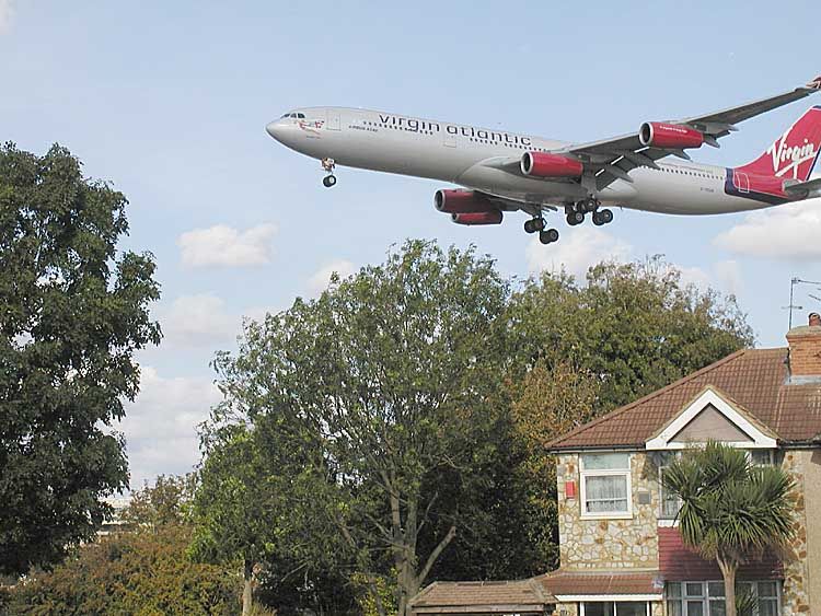 Virginatl.over.heathrow.750pix.jpg