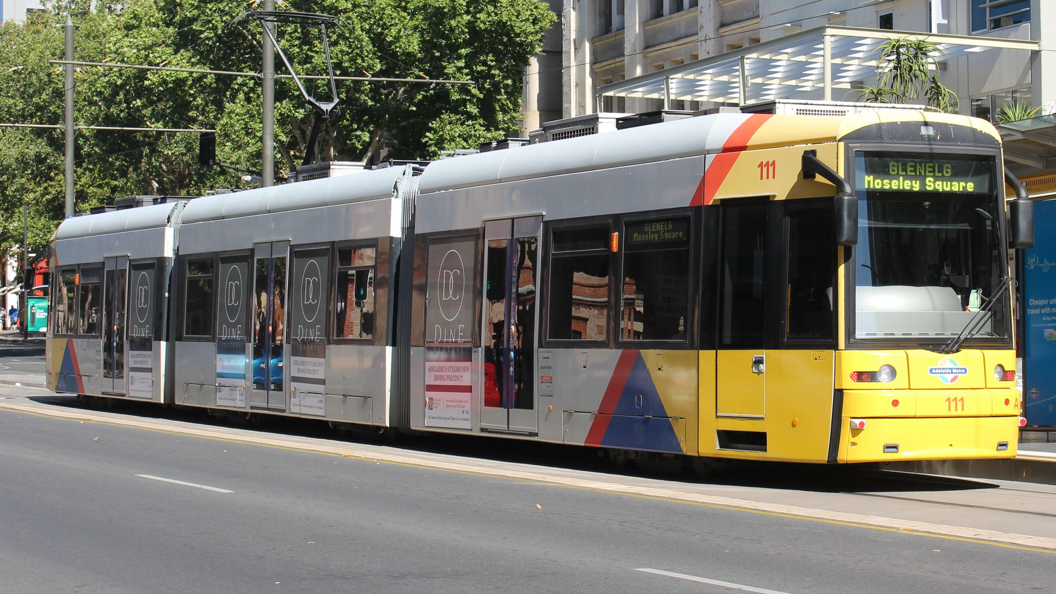 Adelaide_Metro_Glenelg_Tram_(Flexity_Classic).JPG