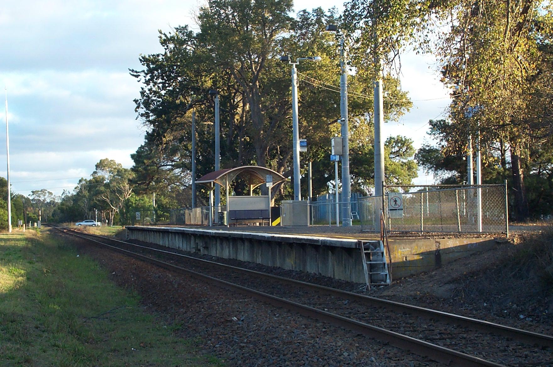 Baxter_railway_station__Melbourne.jpg