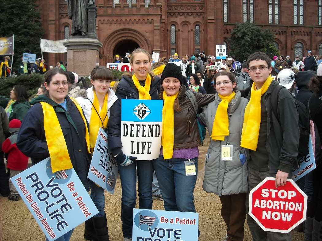 Students_at_2010_March_for_Life(Hannah__Rachel__Leah__Nicole__Naomi__Nathan)_1_.JPG