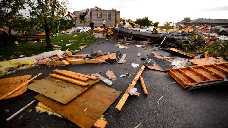 ottawa-tornado-damage.jpg
