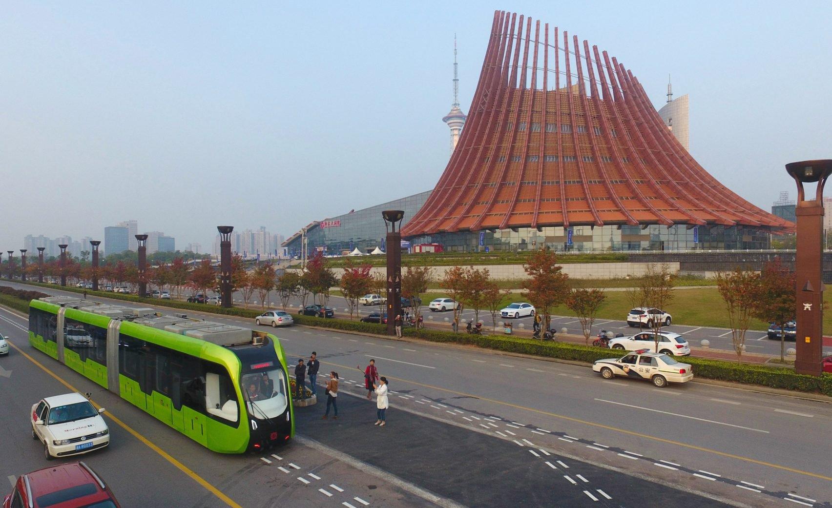 driverless_tram_01.jpg