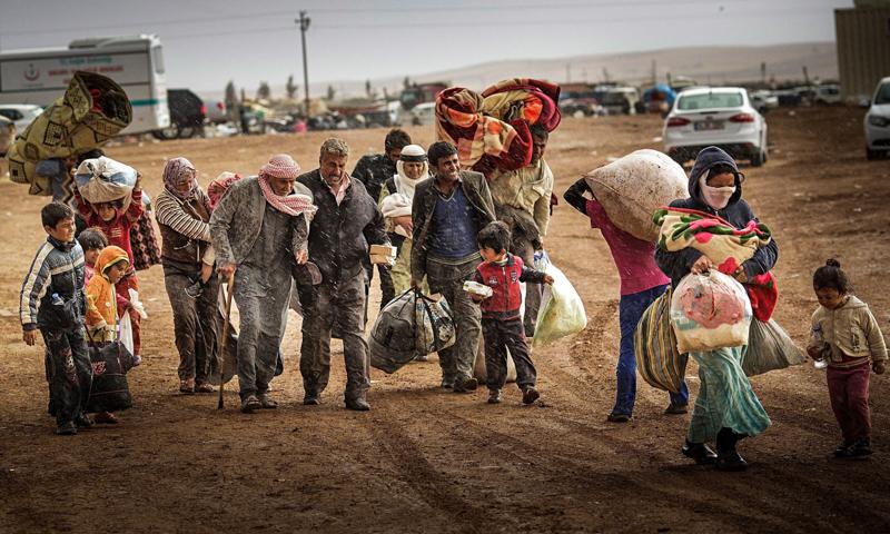 3_couple-donates-to-refugees.jpg