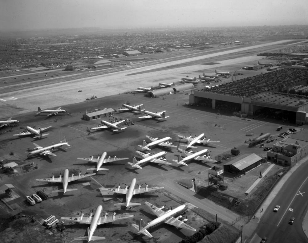 Santa_Monica_Airport_1950.jpg