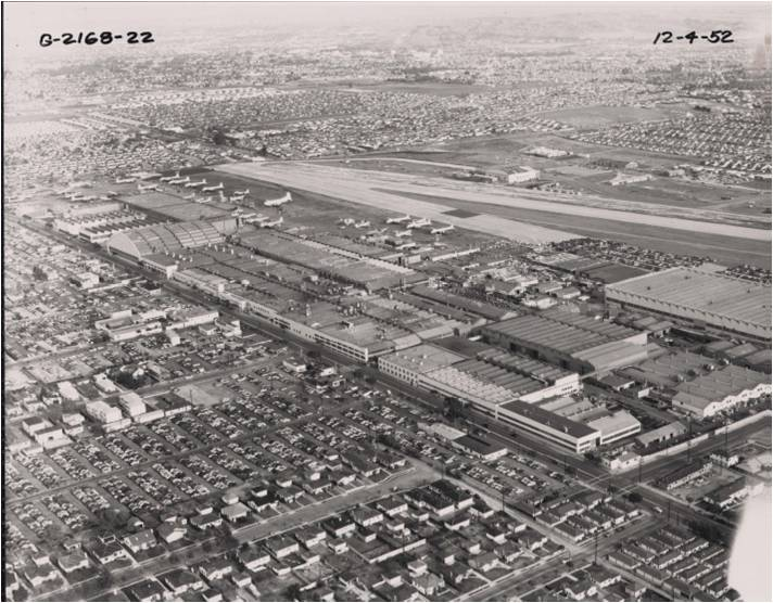 Santa-Monica-airport-Douglas-plant-in-the-center-of-photo-1952.jpg