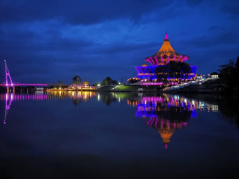 Sarawak Dewan Undangan Negeri building by night