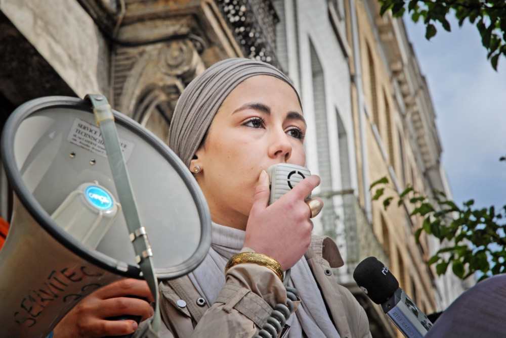 Kenza Isnasni lors de la commémoration qu'elle a organisée le 7 mai 2012.