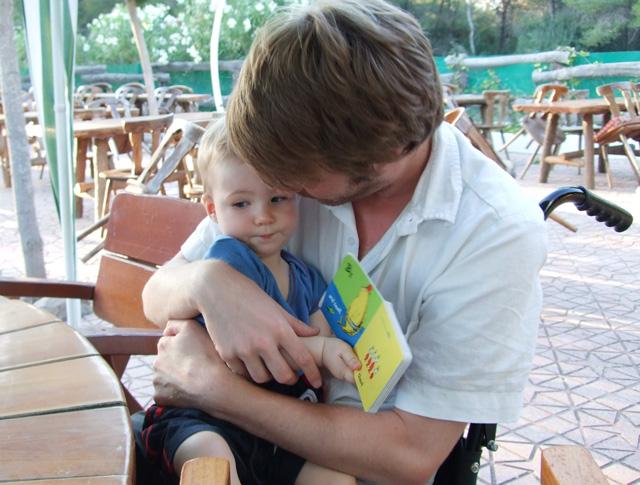 Neil-hugging-Oscar_640.jpg