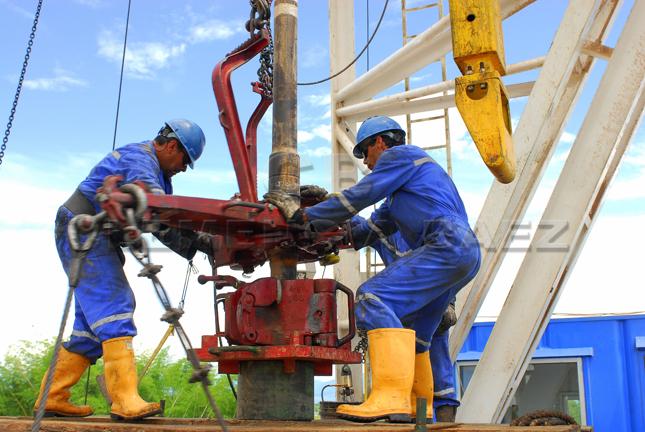 Pozo-petrolero-de-Ecopetrol-en-Apiay-Colombia.jpg