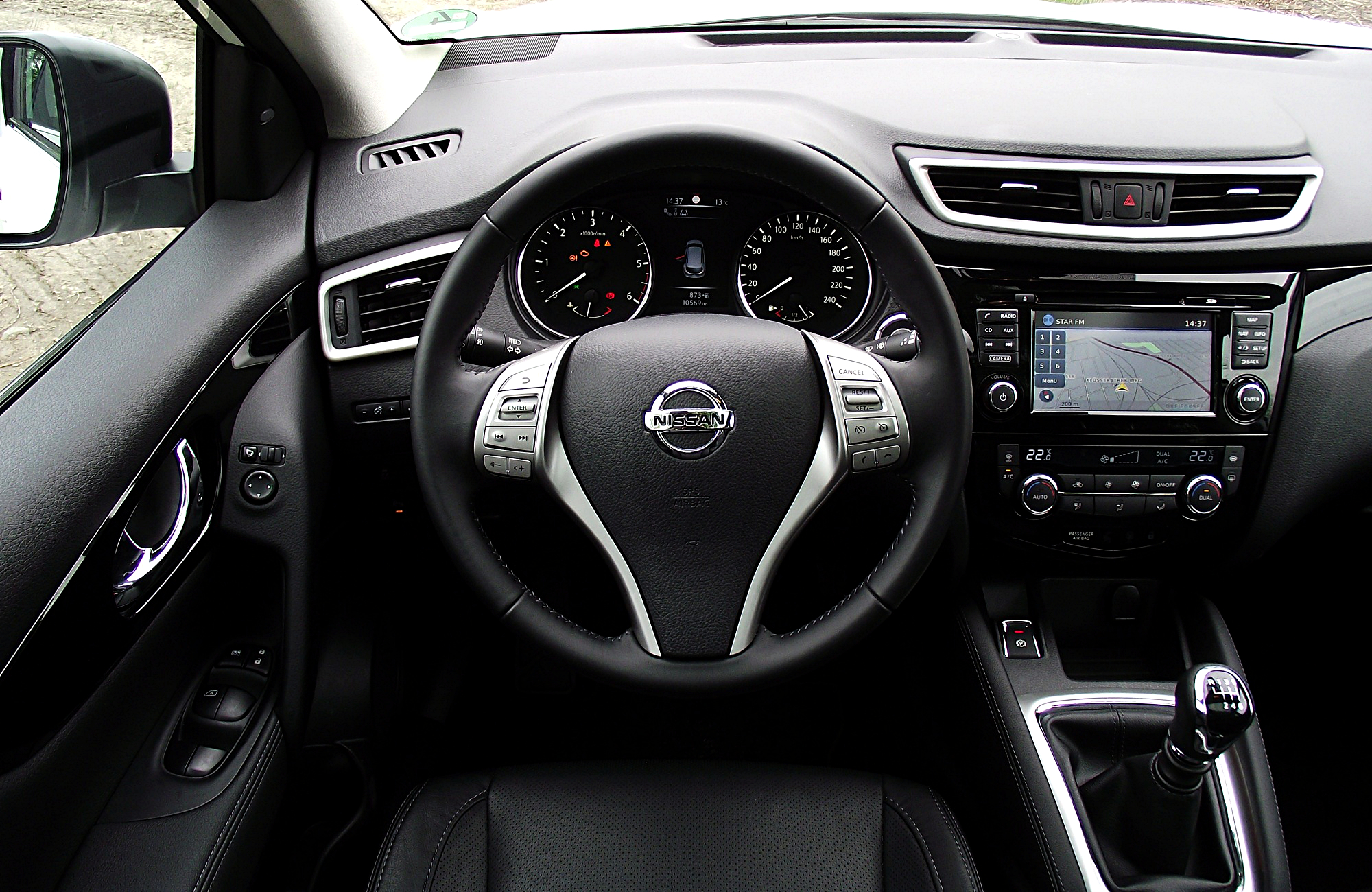 Nissan_Qashqai_1.6_dCi_ALL-MODE_4x4i_Tekna_Interieur_Cockpit_Innenraum.JPG