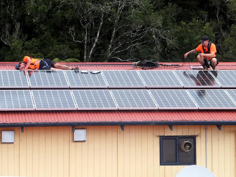 PV-installers-on-roof.jpg