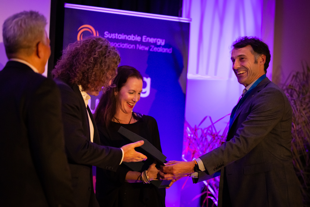 Nick_Bibby_with_Lachlan_Forsyth_recieve_Best_Off-grid_award_from_Rebecca_George__SEANZ(sm).jpg