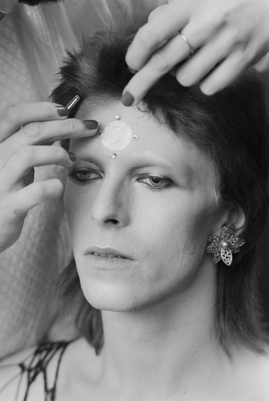 02-david-bowie-makeup.jpg