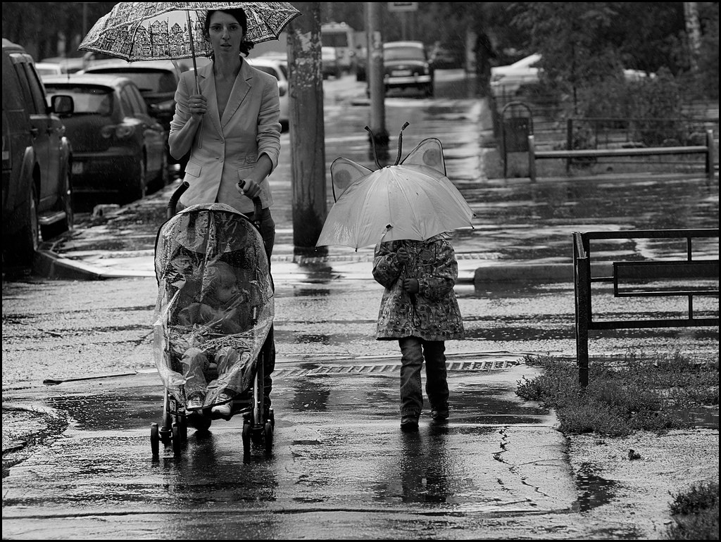 Mother_and_children_in_the_rain.jpg