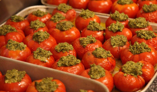 A yummy dish of tomatoes