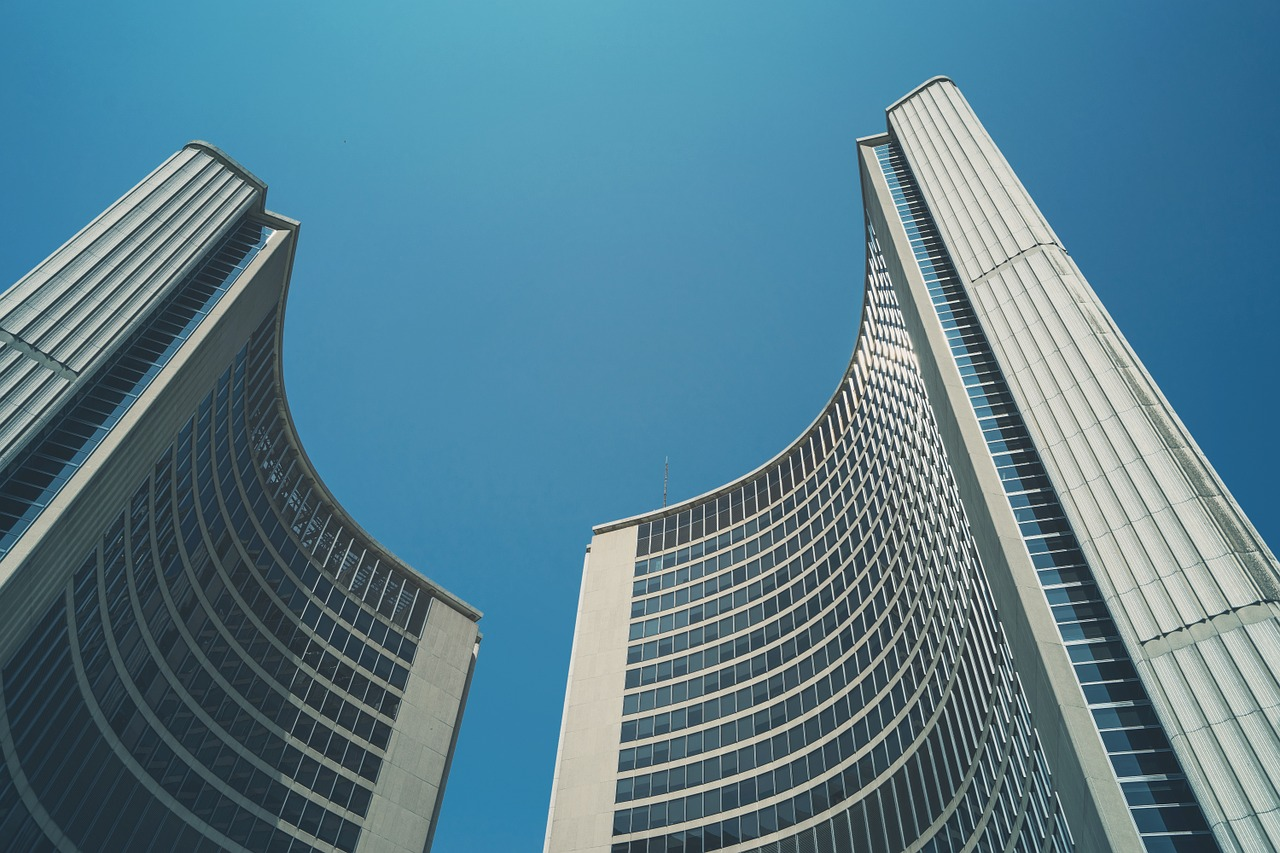 toronto-city-hall-1030718_1280_medium.jpg