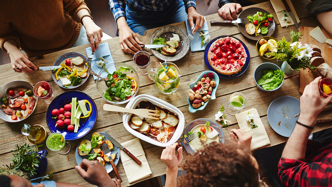 How to Enjoy and Eat Healthy at Holiday Parties