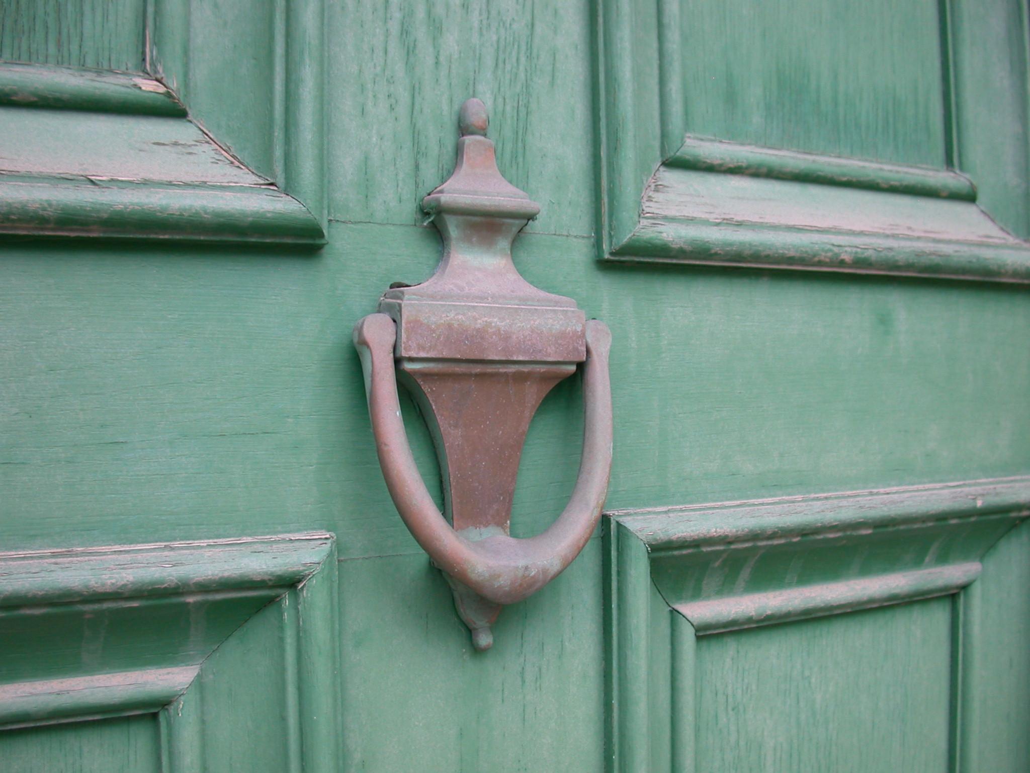 Old_Brass_Door_Knocker.jpg