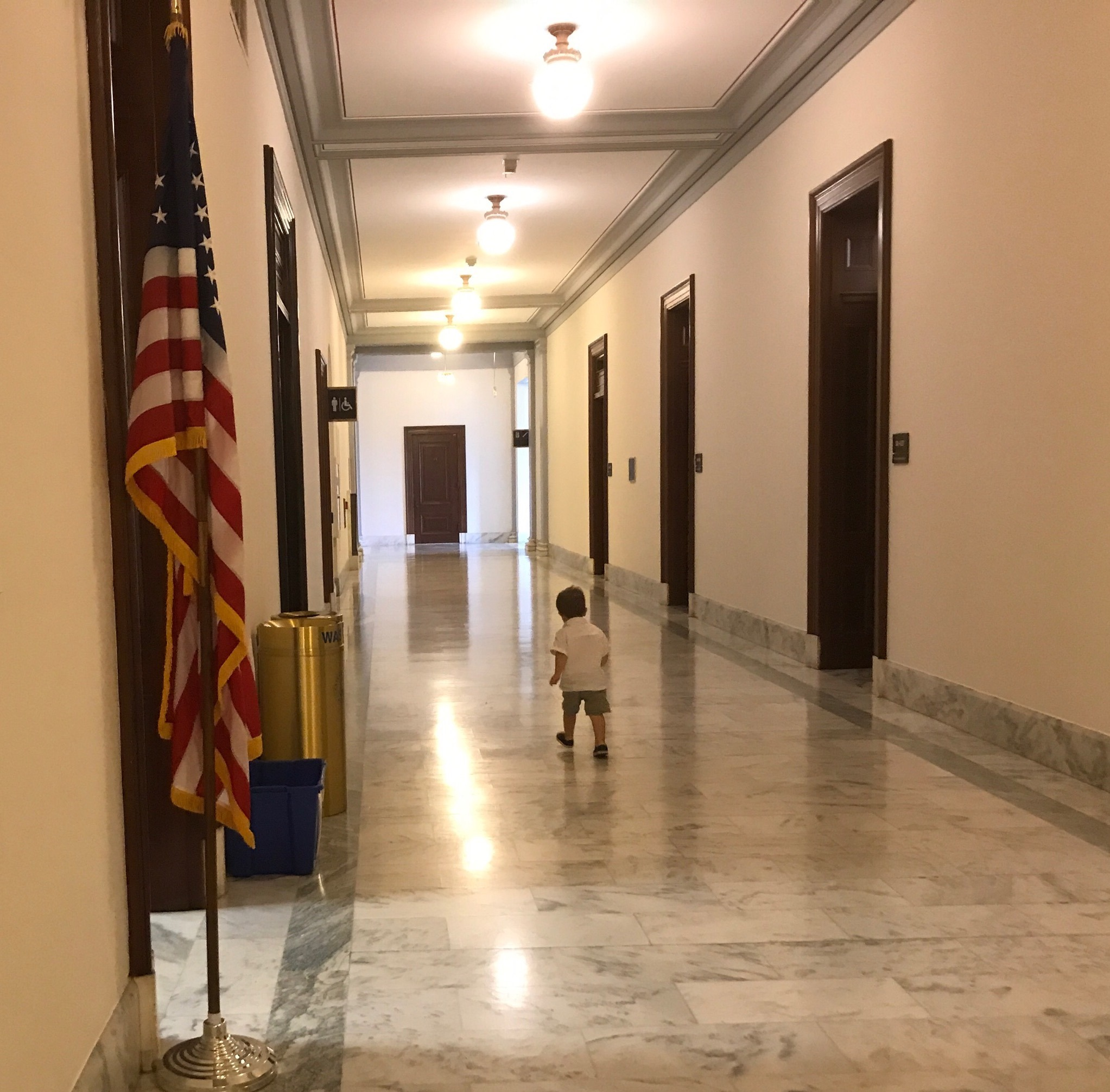 4-16_Apollo_walking_halls_of_congress.jpg