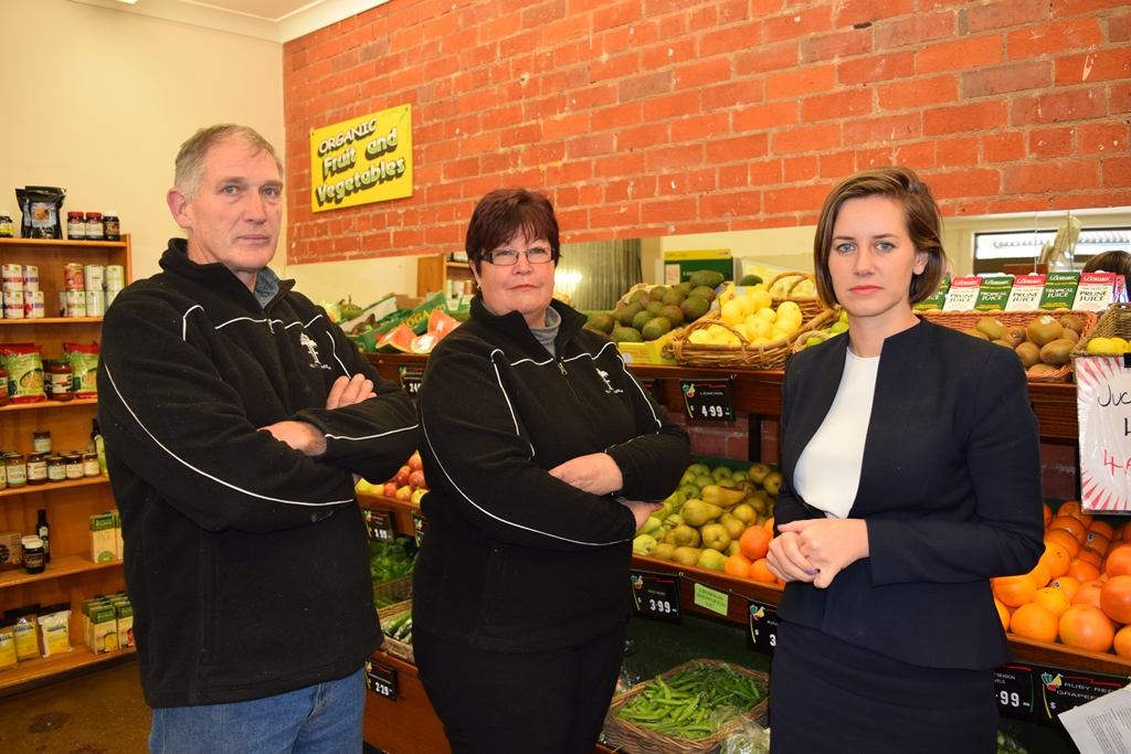 Rick_and_Di_Aumann_with_Steph_Ryan_MP_at_Fruits_N_Fare__Benalla.JPG