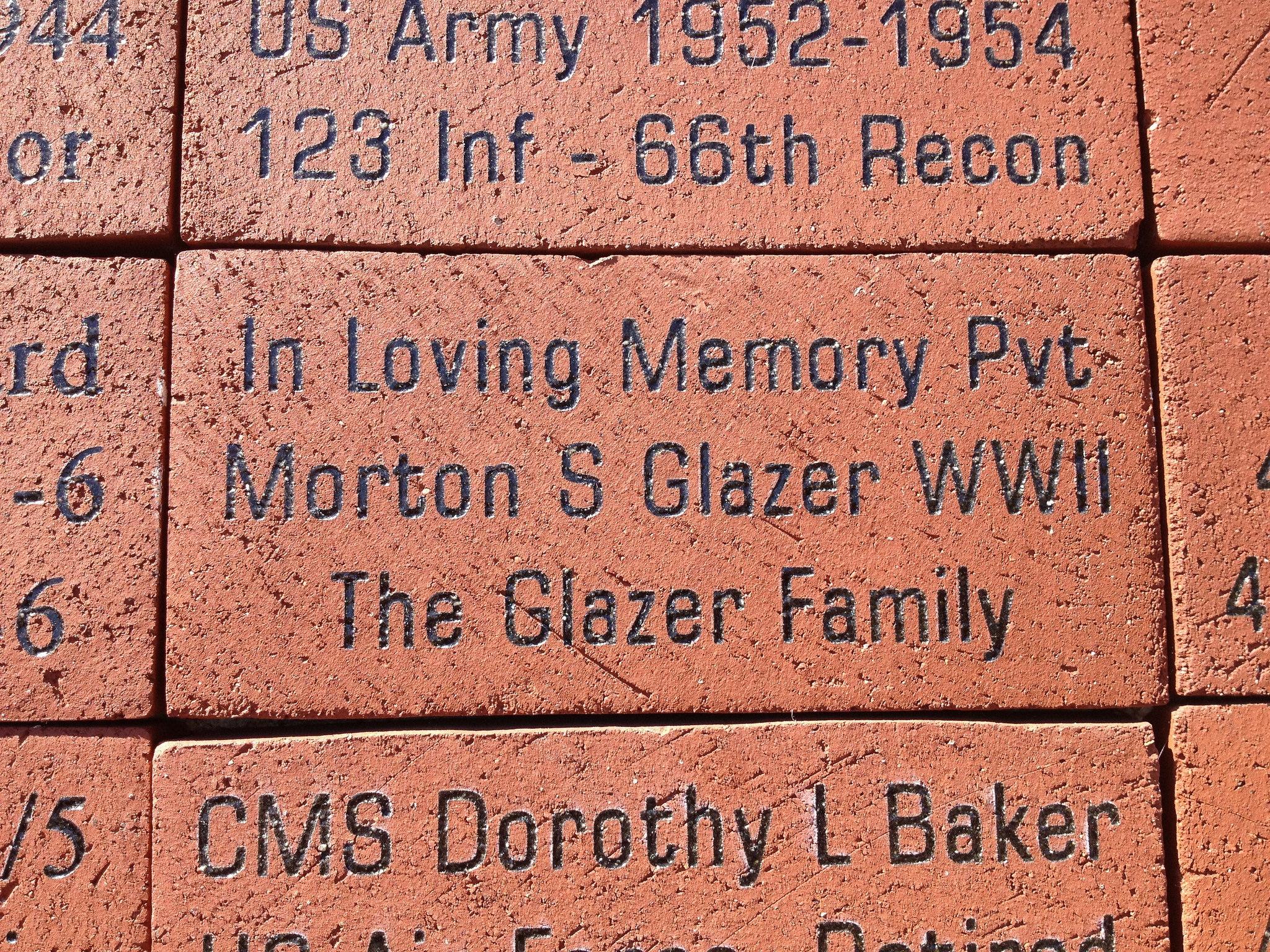 Mort_Glazer_memorial_stone.jpg
