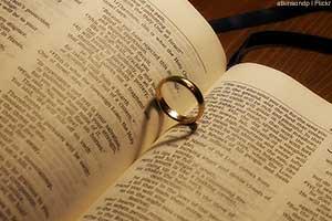 300x200-Ring-Bible.jpg
