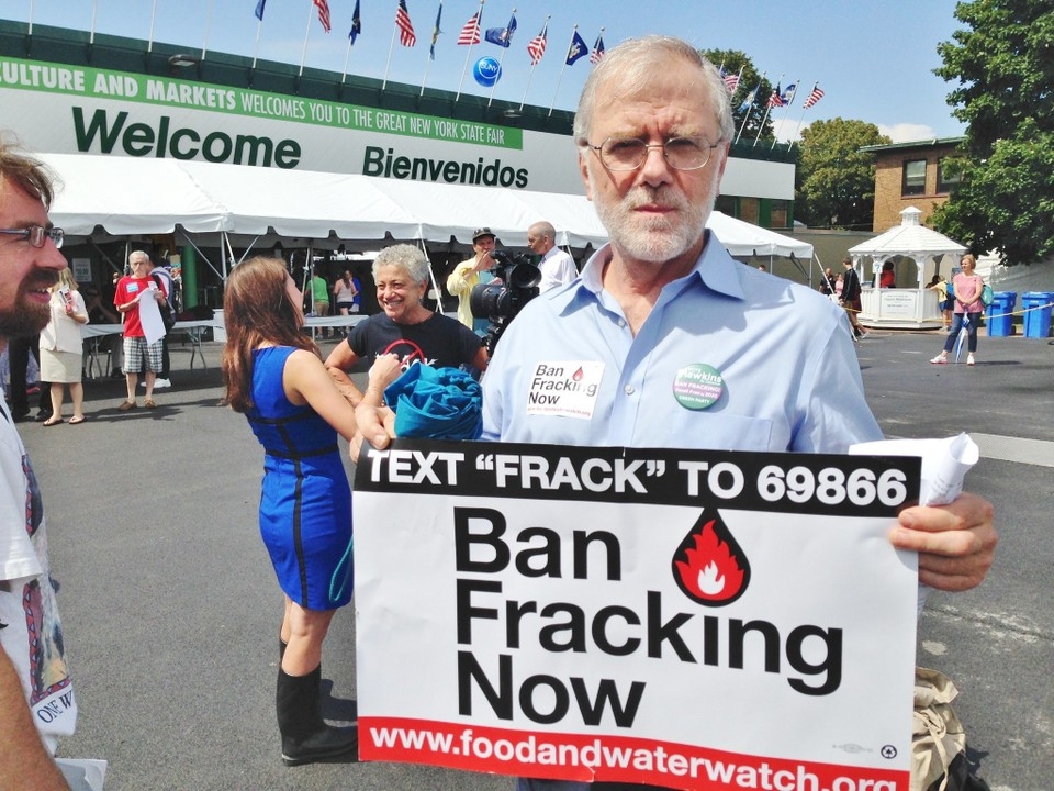 HH_ban_fracking_at_state_fair__2014-08-21.jpg