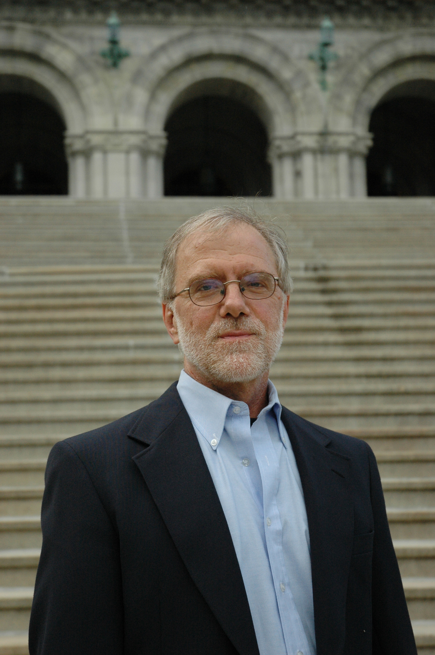 Howie-Hawkins-on-steps.jpg
