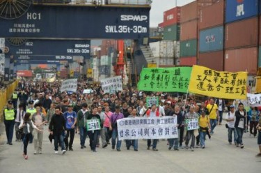 Workers' protest inside the dock. Public domain photo by Leung Hy via inmediahk.net