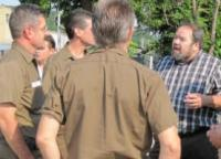 Tim Sylvester, 804 Members United Slate presidential candidate, talks with Local 804 Teamsters at UPS