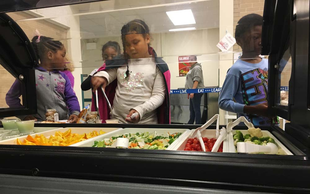 muskegon-kids-try-salad-bar.jpg